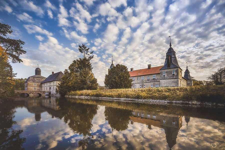 Ansicht von Schloss Westerwinkel in Herbern vom Wasser aus