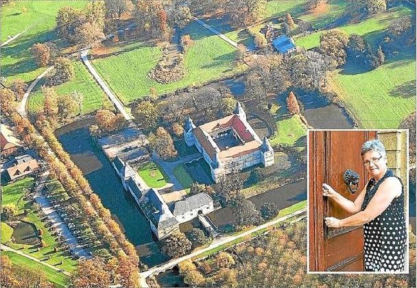 Luftbild vom Wasserschloss Westerwinkel.