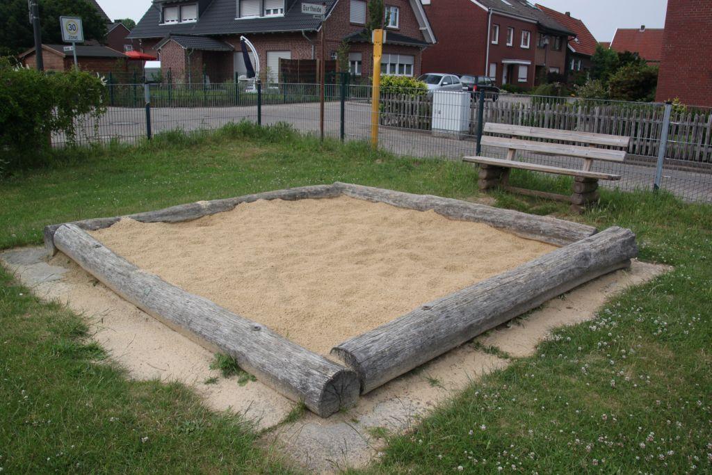 Ansicht Sandkasten Spielplatz Dorfheide