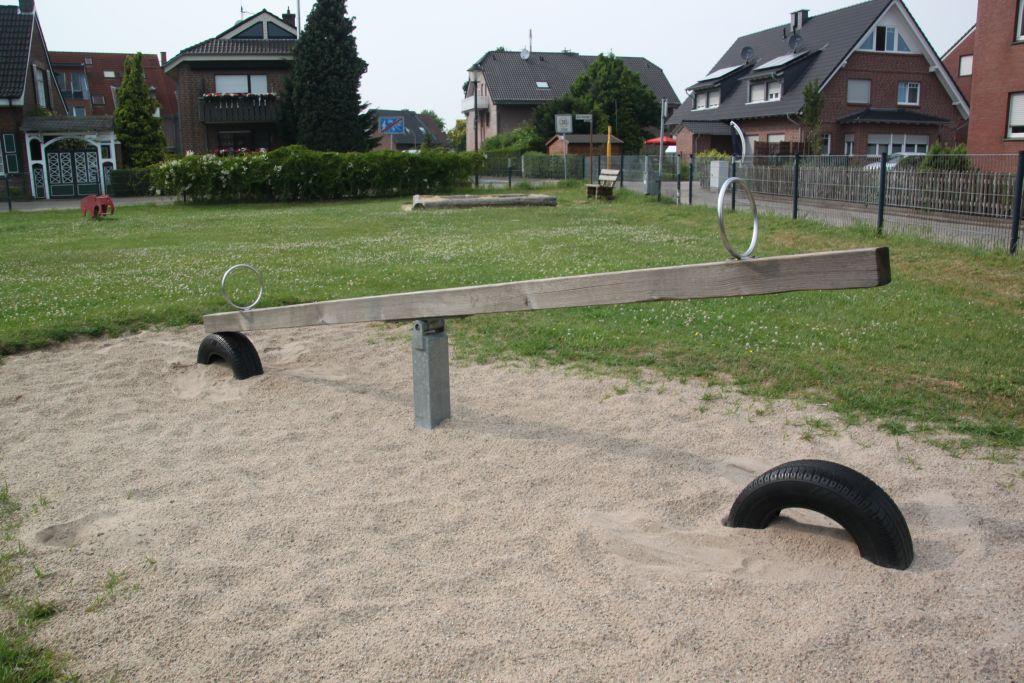 Ansicht Wippe Spielplatz Dorfheide