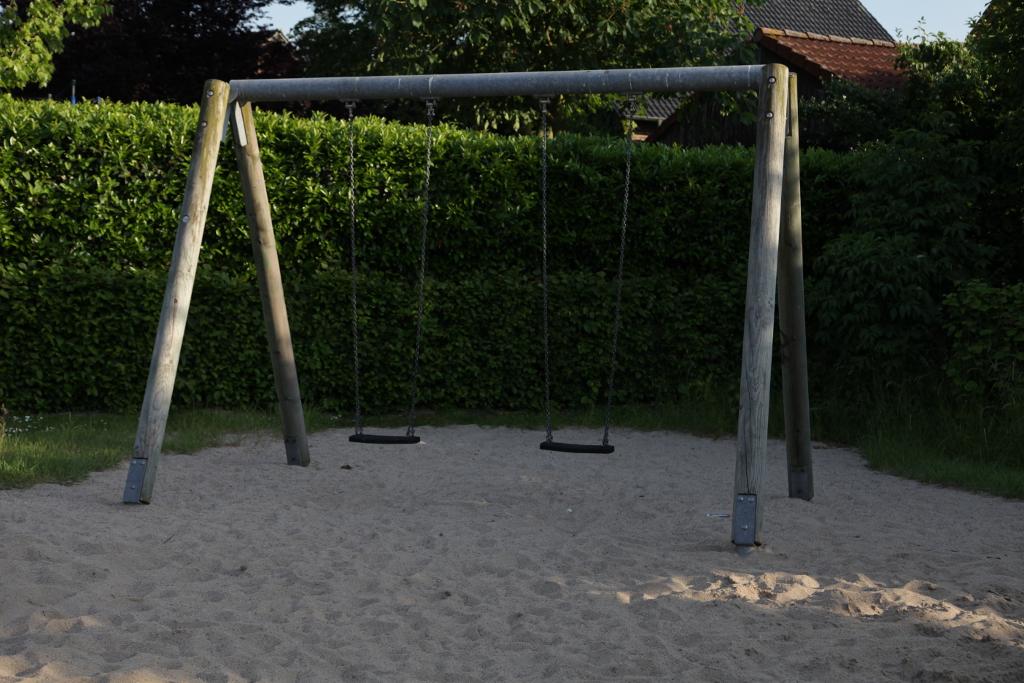 Ansicht Schaukel Spielplatz Joseph-Schuermann-Strasse