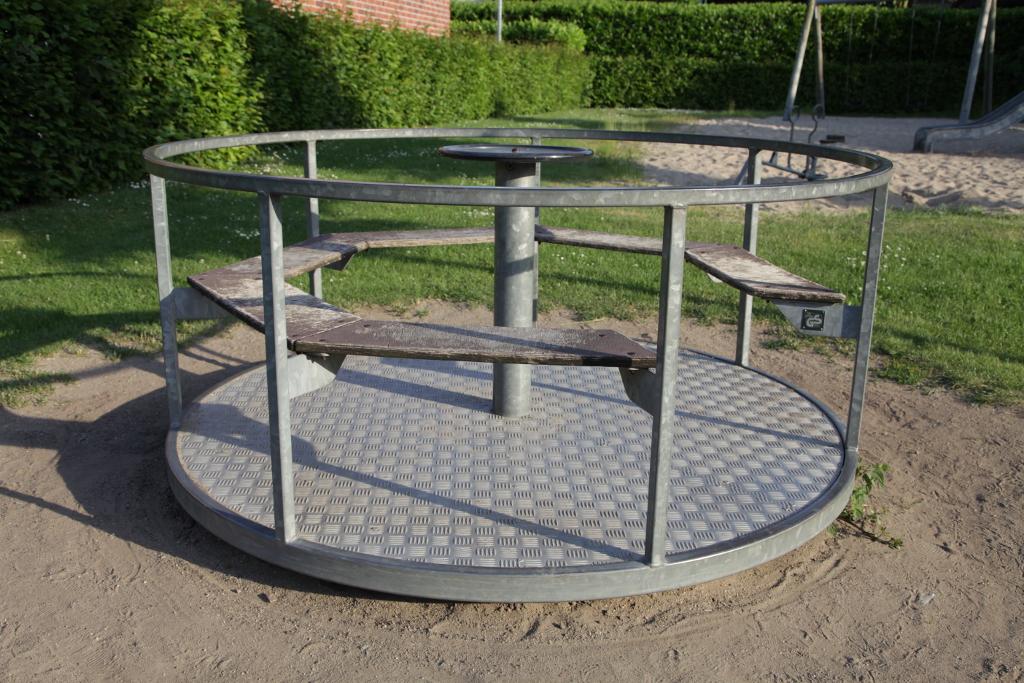 Ansicht Karussell Spielplatz Joseph-Schuermann-Strasse