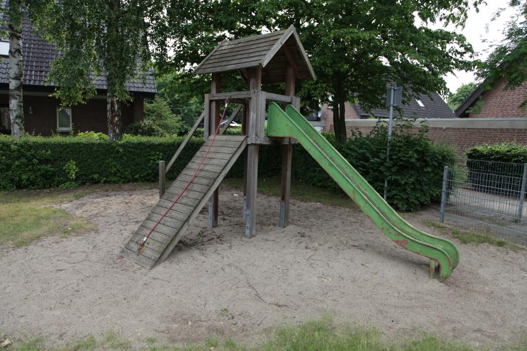 Ansicht Rutsche Spielplatz Kreuzkamp
