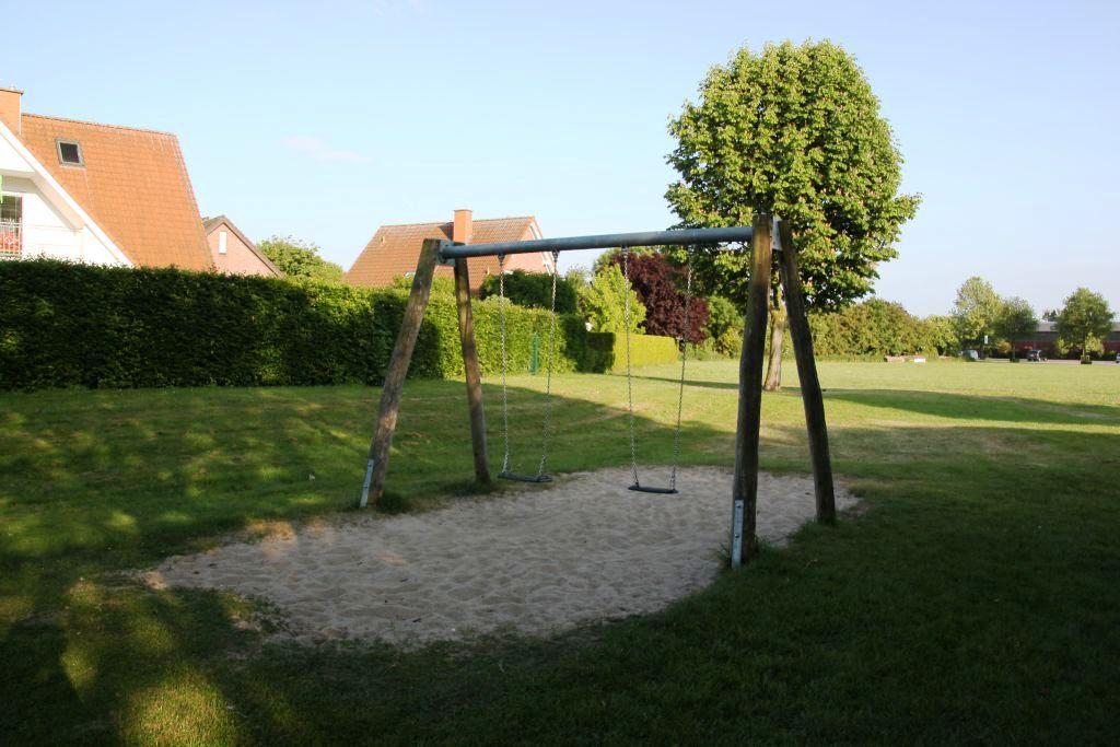 Ansicht Schaukel Spielplatz Schlingermanns Hof