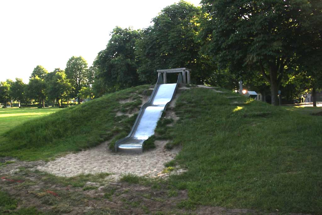 Ansicht Rutsche Spielplatz Schlingermanns Hof