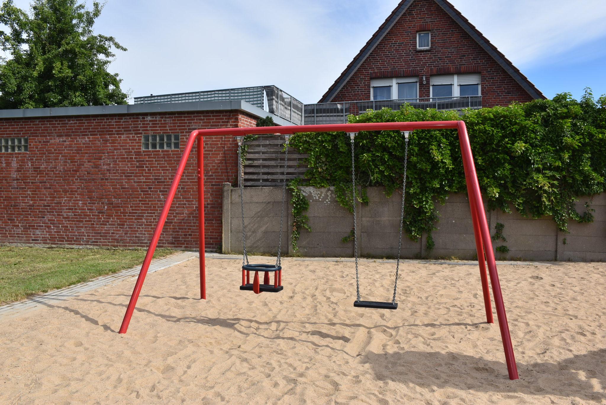 Ansicht Schaukel Spielplatz Von-Büren-Straße