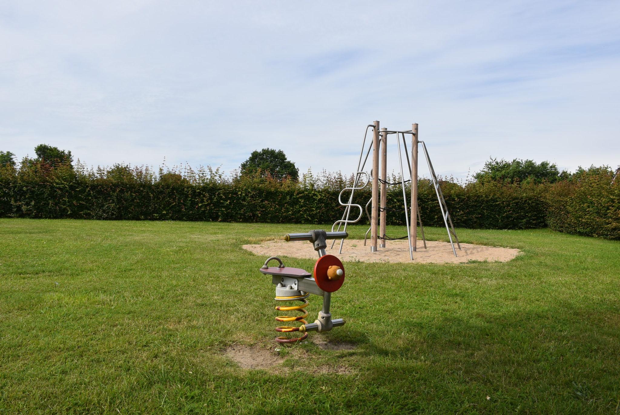Übersicht Wippgerät Spielplatz An Menses Mühle