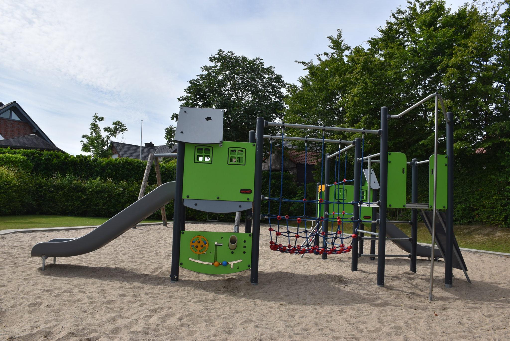 Übersicht Klettergerüst Spielplatz Josef-Schürmann-Straße