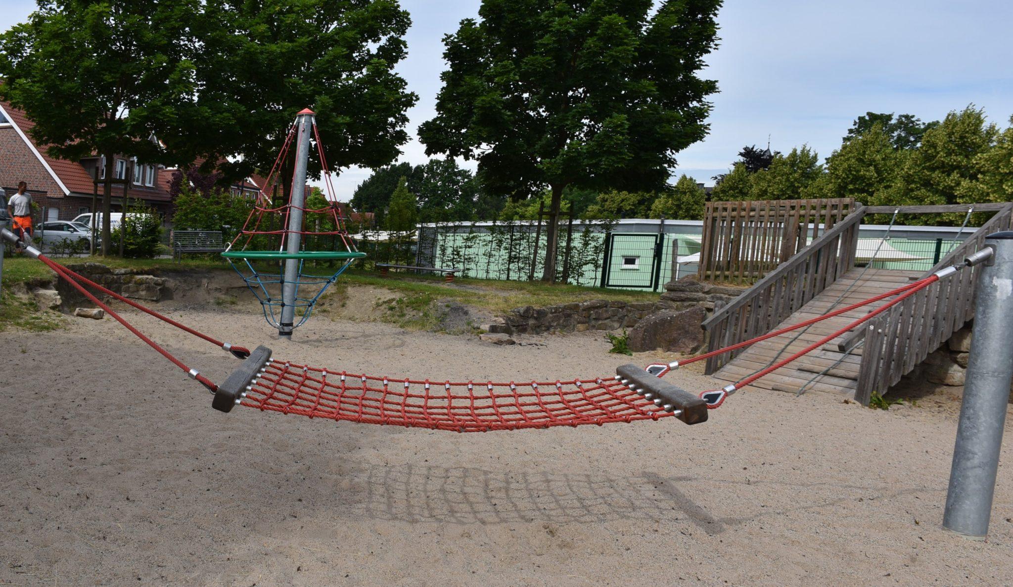Übersicht Netzschaukel Spielplatz Hombrede II