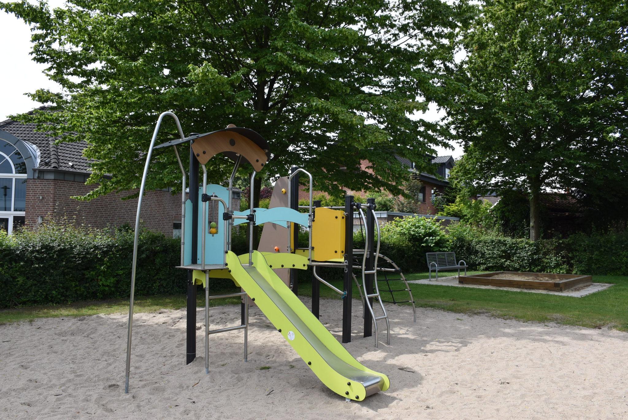 Übersicht Rutsche Spielplatz Siepen