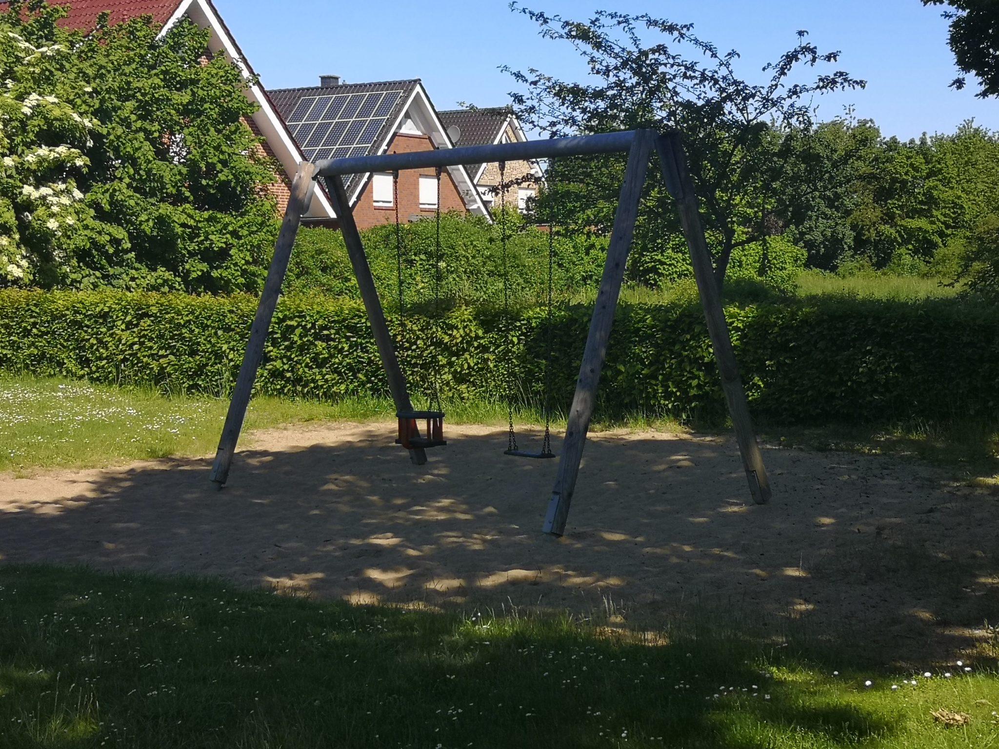 Ansicht Schaukel Spielplatz Portenkamp