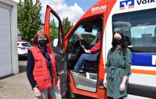 Bürgerbus Ascheberg Fahrerinnen stehen am Fahrzeug