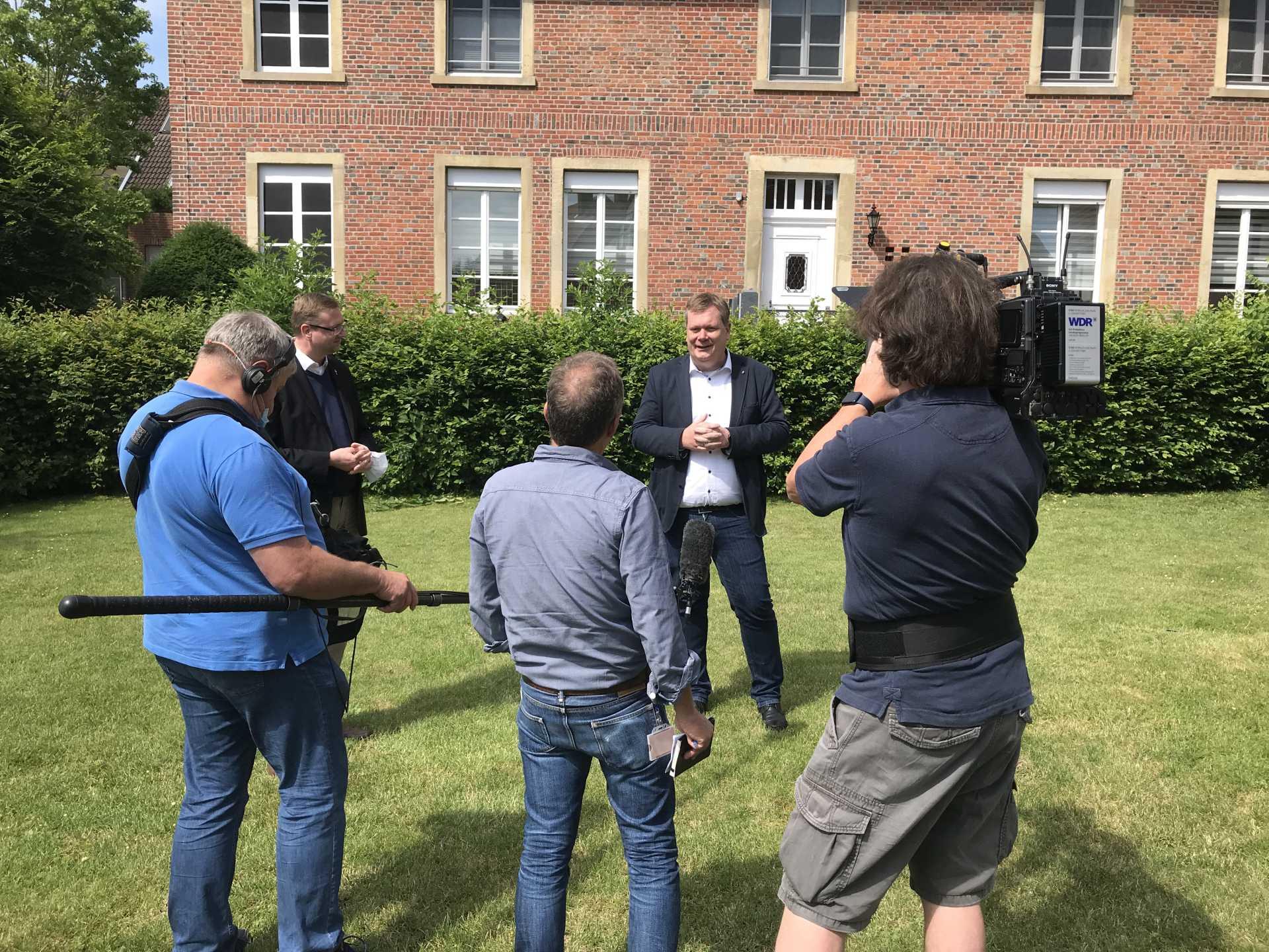 Bürgermeister Stohldreier im Interview vor der Kamera