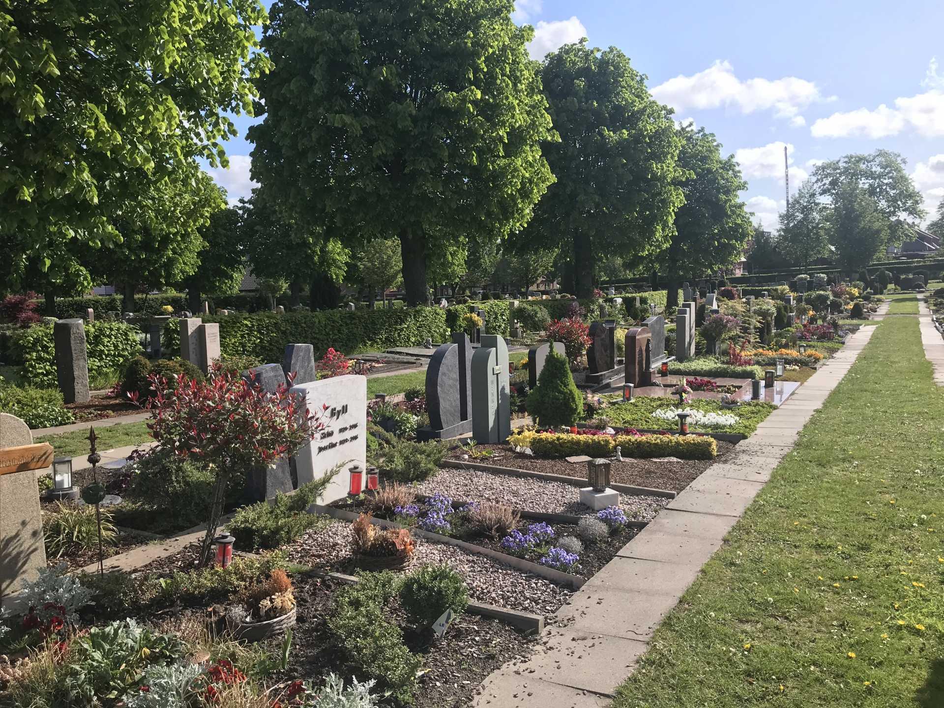 Gräber auf dem Friedhof Herbern
