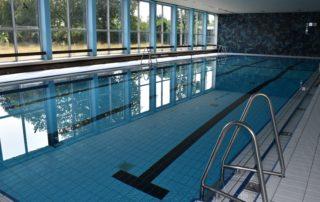 Hallenbad Schwimmbecken Newsbild