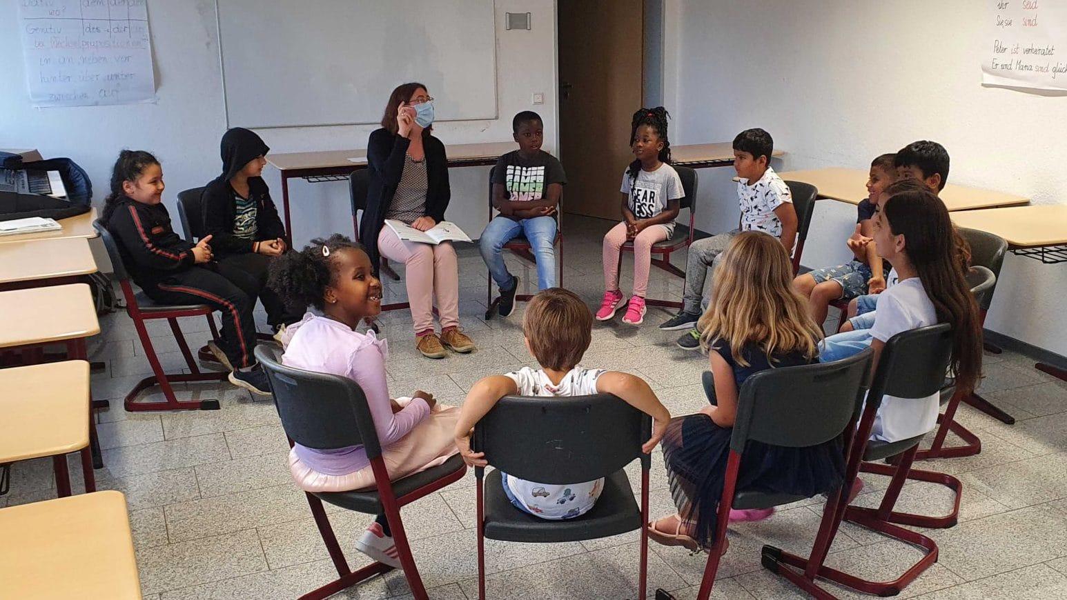 Flüchtlingskinder beim Musikunterricht